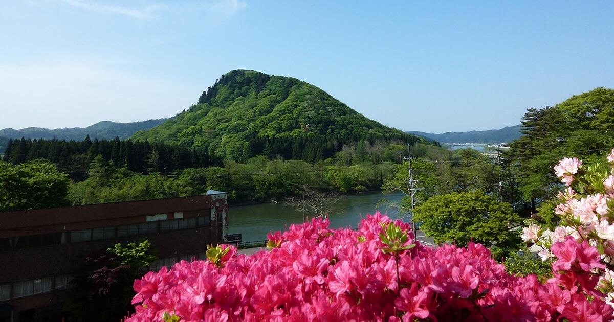 きみまち阪から七座山を望む
