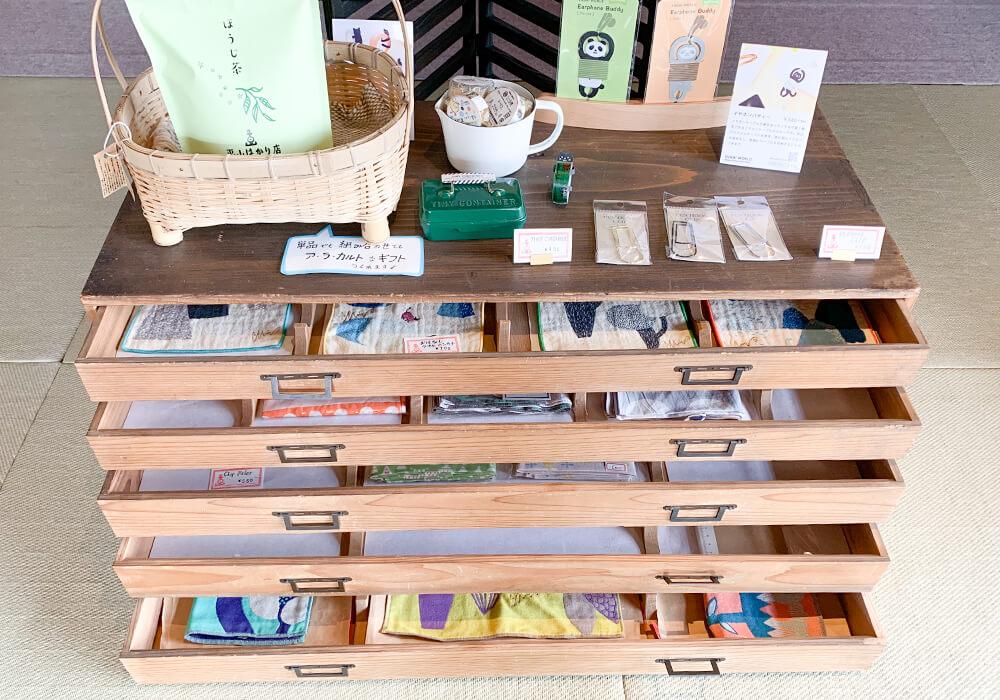 可愛いハンカチや文房具、小物雑貨