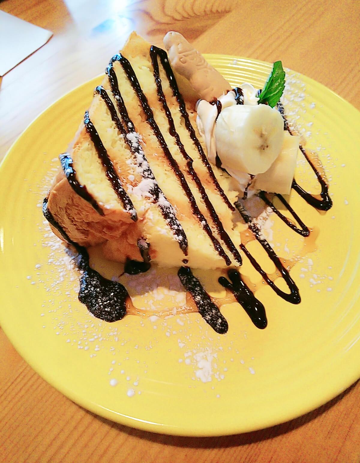 デザートのシフォンケーキ