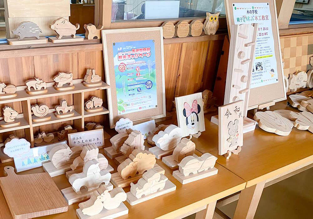 木の学校内の作品展示1