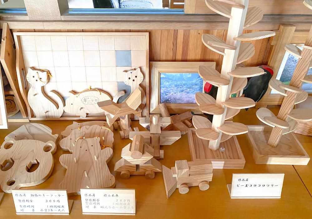木の学校内の作品展示2