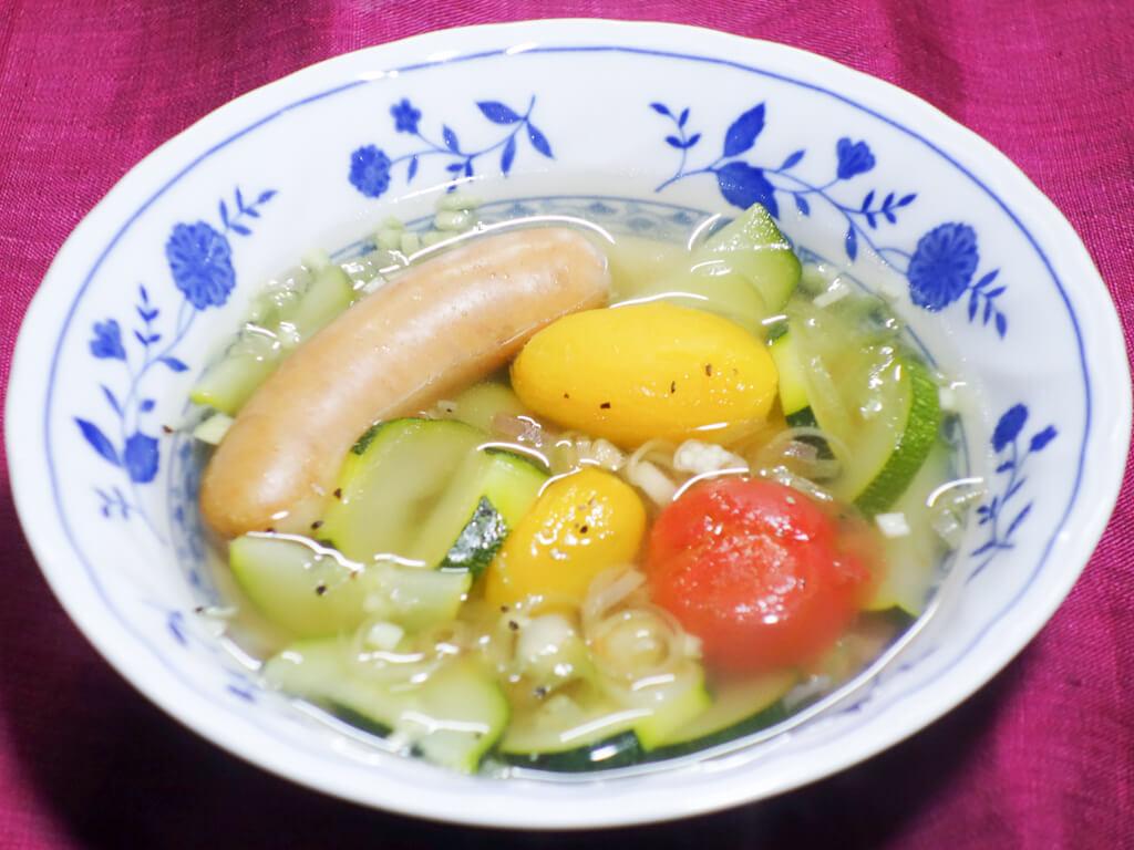 ズッキーニとミニトマトのスープ