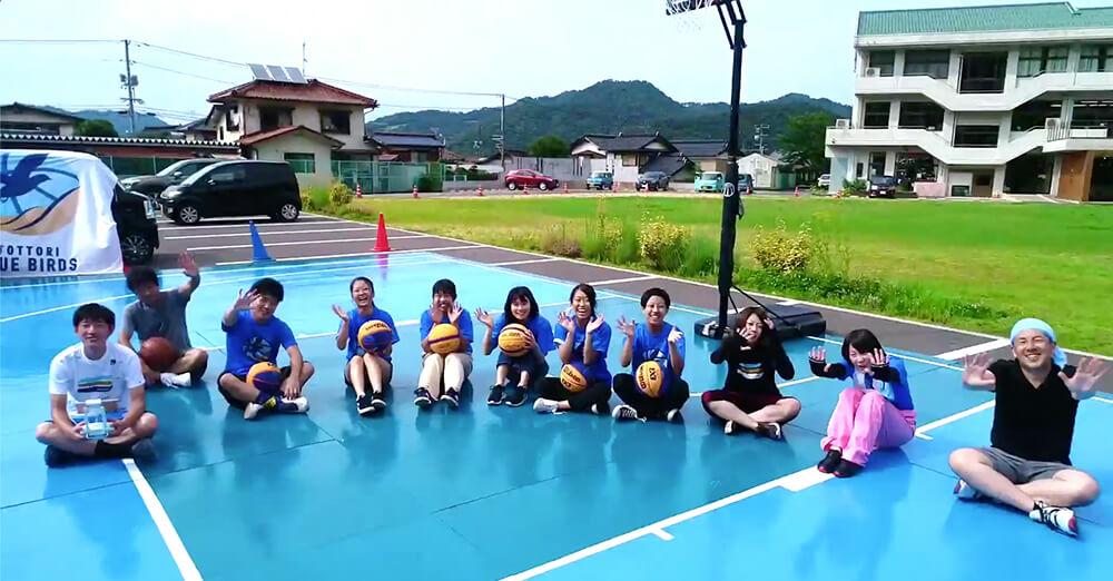 鳥取ブルーバーズにて、地元高校生と一緒にバスケコートを制作する企画を運営・実施