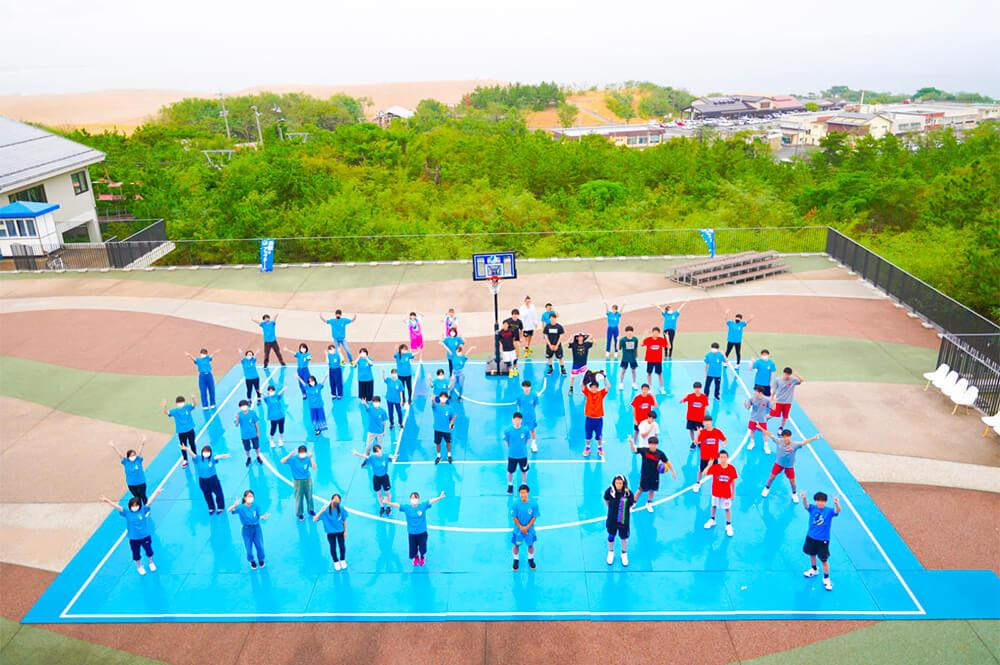 屋外でも開催できるのが大きな特徴。鳥取砂丘で開催の様子