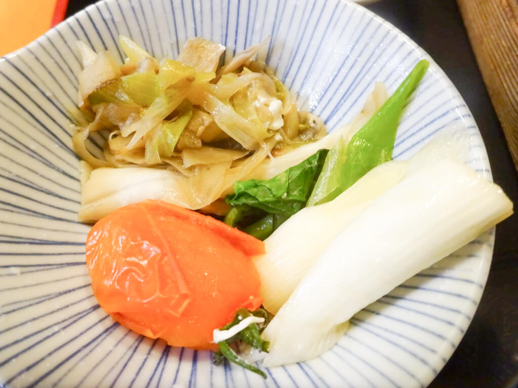 野菜は、ささがきゴボウ、ほうれん草、ネギ、そして、トマト