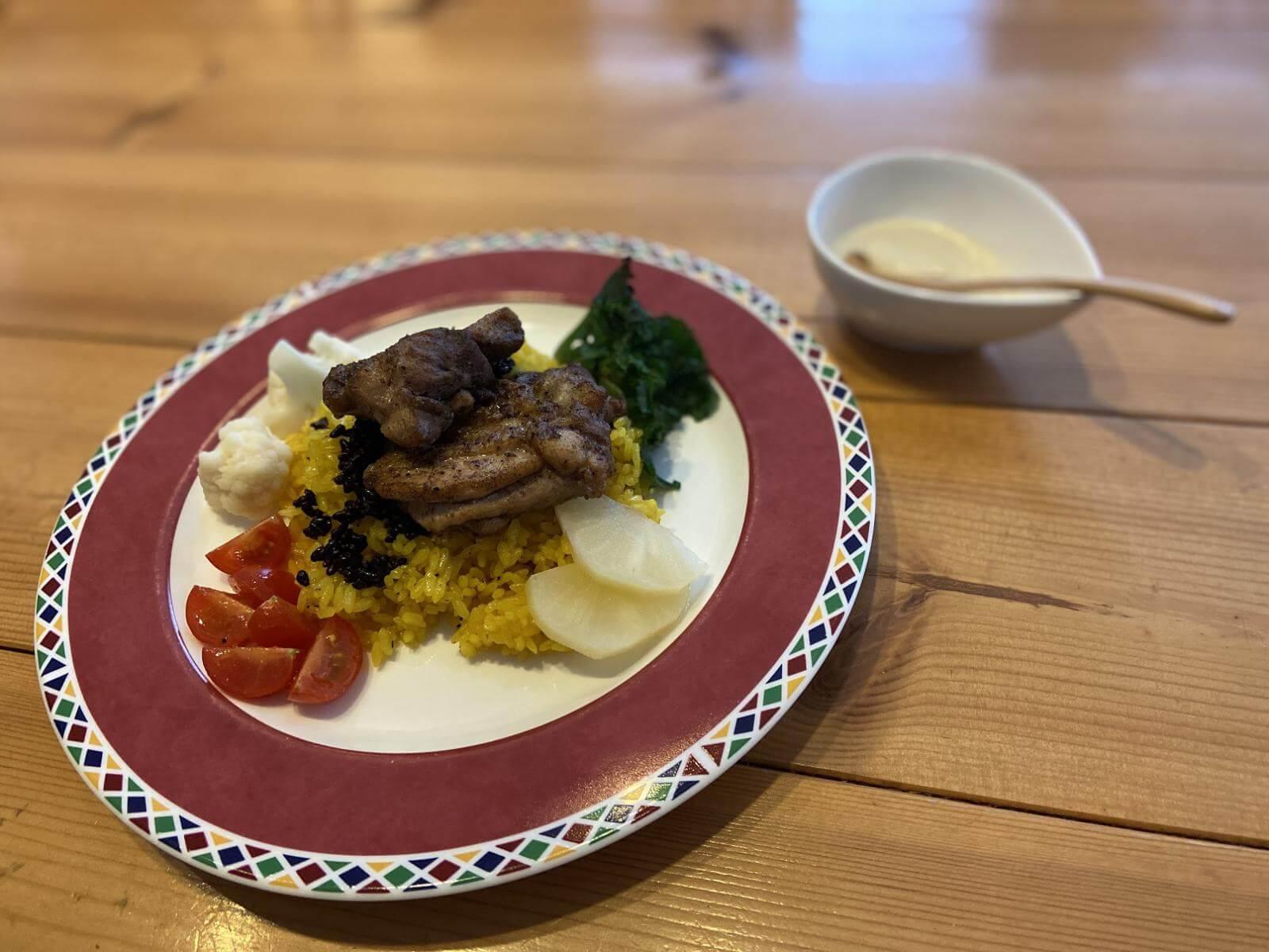 マンサフ(鶏肉とサフランライス)