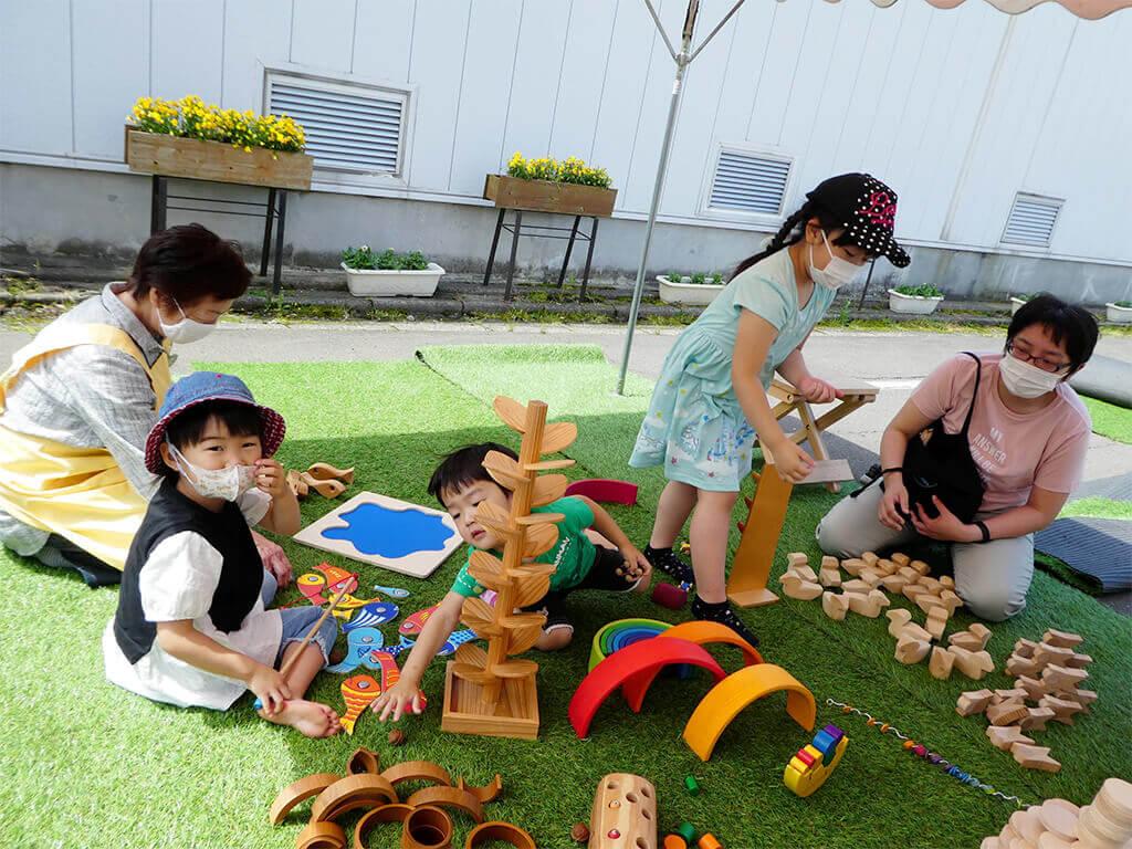 木のおもちゃ広場